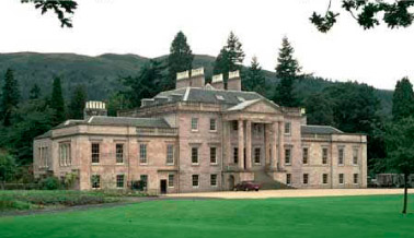 Loch Lomond Golf Club Rosshdu Mansion. Photograph CC BY-SA/3.0 - © Daamien - https://en.wikipedia.org/wiki/File:Rossdhumansion.jpg