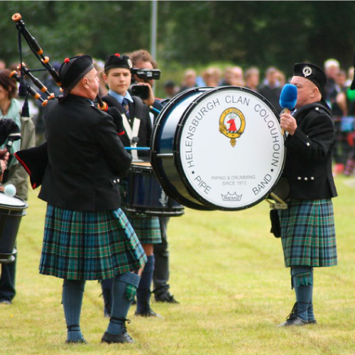 Photograph of bagpiper and drummer from Clan Colquhoun Pipe Band. CC BY 2.0 - © Douglas Cairns - https://www.flickr.com/photos/douglascairns/35630442546/