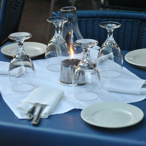 Restaurant table setting. Image Source: https://pixabay.com/photos/restaurant-table-setting-dinner-18311/