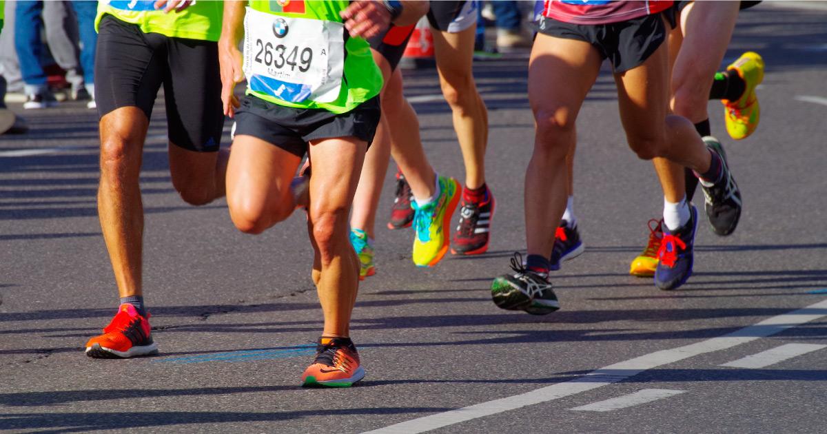 Road race. Image source: https://pixabay.com/photos/marathon-run-sport-endurance-3753907/