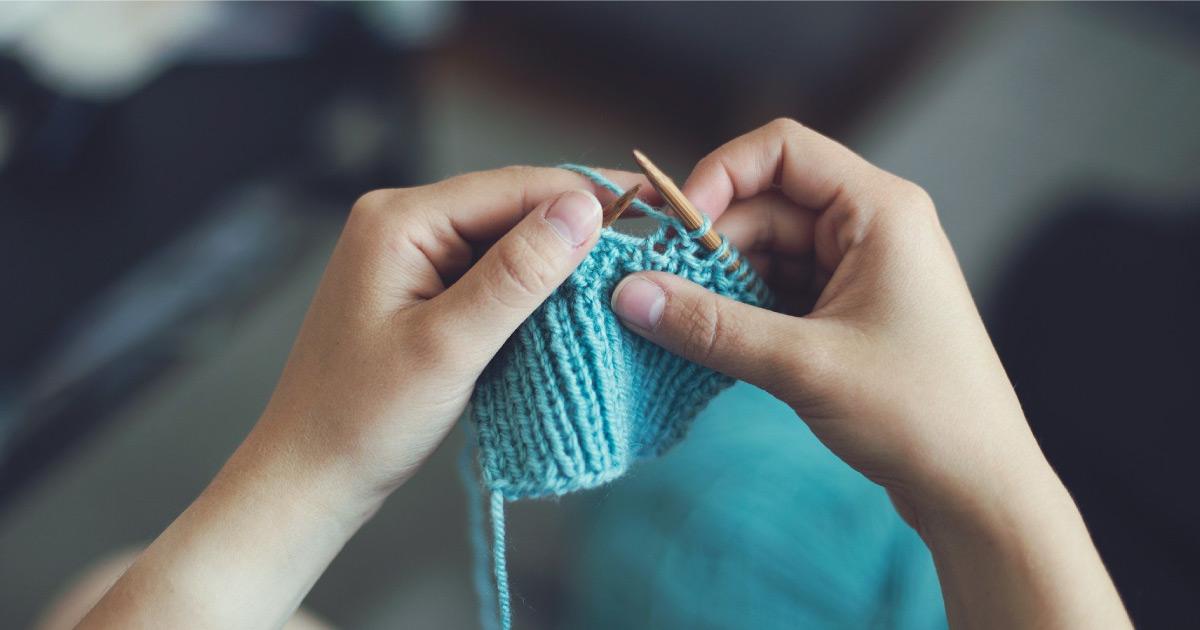 Hands knitting. Image source: https://pixabay.com/photos/knit-sew-girl-female-make-craft-869221/