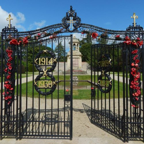 Gates of the Hermitage Park War Memorial. CC-BY-SA/2.0 - © Lairich Rig -geograph.org.uk/photo/6244743